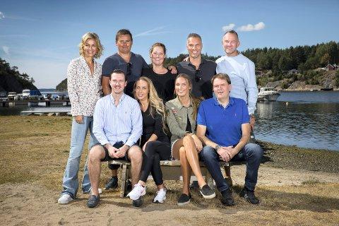 DELTAKERNE: Emma Vestby-Kornstad, og pappa Jostein Kornstad, foran til høyre, sammen med resten av deltakerne i serien.