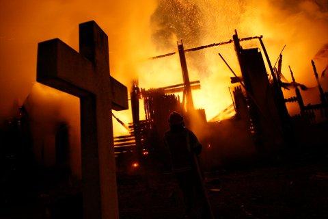 Hønefoss kirke brant ned til grunnen i 2010.