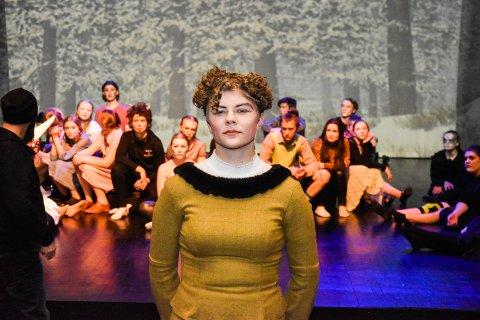 FRA NARNIA TIL TEATERHØGSKOLEN: Mari Strugstad Qviller (18) har spilt teater i ti år. Tirsdag skal hun på andreopptaket til teaterhøgskolen i Oslo. Da spilles også siste forestilling av Narnia.