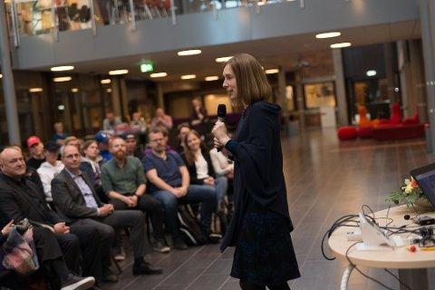 LOKKER: Forsknings- og høyere utdanningsminister Iselin Nybø håper flere velger å bli lærere. Foto: Jo E. Brenden