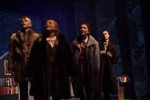 PÅ EVENTYR: De fire barna som opplever eventyret i Narnia blir spilt av Brage Qviller, Marit Storberget, Andrea Søgaard Kjepperud og Skjalg Norheim. (Foto: Bjørn-Frode Løvlund)