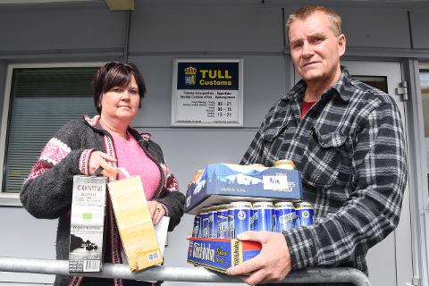- Det føles god å få drikkevarene våre tilbake og bli frikjent som smuglere, sier ekteparet Norena Anbakk og Tommy Skogan, som hentet 6 liter vin og 17 liter øl fra tollstasjonen i Tärnaby.