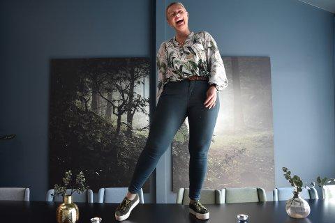 DANSER PÅ BORDET: Anne Karin Bjørvik (49) danser gjerne på bordet. Nå blir hun driftssjef for nye Central Scene.