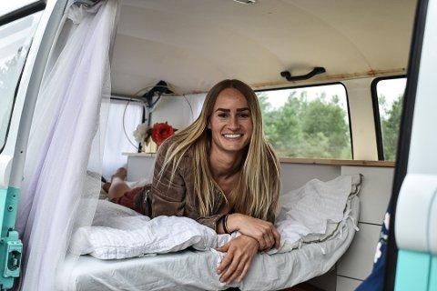 Siden søndag 2. juni har Emelie Knuts bodd i sin VW Transporter. Foto: Lars Johnsen