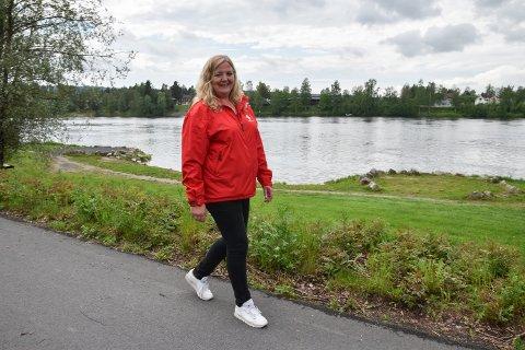 NY BRU: Aps ordførerkandidat Lillian Skjærvik mener omkjøringsveg er helt urealistisk. Hun går til valg på ny bru fra Glomdalsmuseet til Elvis.