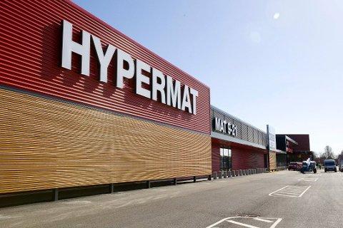FÅR IKKE SELGE: Hypermat forbys å selge kjøttdeig malt opp i butikken etter funn av bakterier. Foto: Kjell R. Hermansen