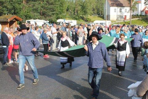 REKORDER: Det er satt nye rekorder både i omsetning og besøk i Svullrya i helga. Statsminister Even Wiger og finansnminister Bjarne Korbøl i regjeringen kan fornøyd konstatere at alt klaffet.