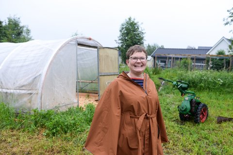 FOREDLER: Marita Runeberg skal blåse liv i firmaet sitt og er på utkikk etter et kjøkken hun kan leie for å foredle grønnsaker og bær.