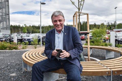 HAR IKKE TID: – Jeg har ikke tid til å være på Facebook, sier ordfører Arnfinn Uthus som .