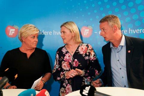 LANDSSTYREMØTE: Frp-leder Siv Jensen (t.v.) møtte pressen sammen med nestlederne Sylvi Listhaug og Terje Søviknes etter det ekstraordinært landsstyremøtet om bompenger søndag.