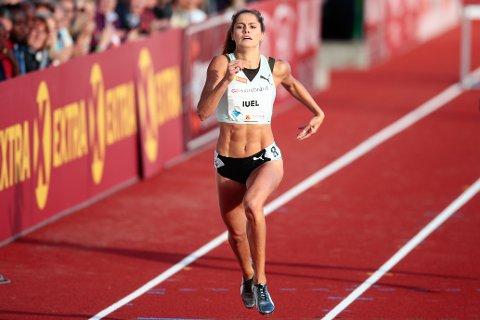 Amalie Iuel tok et oppskriftsmessig NM-gull på 400 meter hekk fredag. Foto: Lise Åserud / NTB scanpix