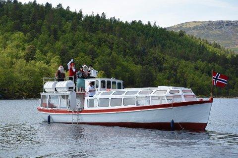 MOTORPROBLEMER: Savalen Fjellhotell & Spa har gitt bort  «Saval1» for at motoren skal repareres og cruisbåten settes i stand.  Foto: Mali Hagen Røe