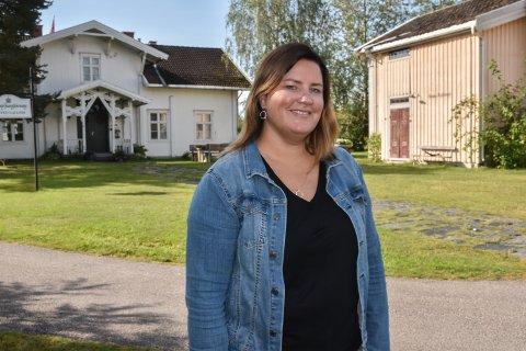 UTENDØRS: Daglig leder i Møteplassen, Mari Opseth, ber om hjelp til å kjøpe utstyr til Treffpunktet.