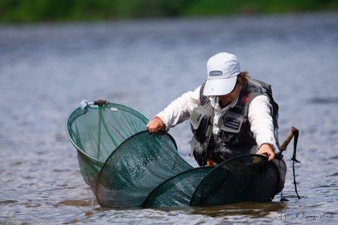 FISKEELDORADO: Fra norgescup i Glomma i år. Pia Clarholm er landslagsutøver i fluefiske og vil for første gang gang kunne fiske i VM for damer i Stor-Elvdal og Rendalen i juli neste år.