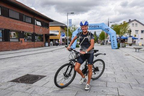 SUPERBIRKEBEINER: Ragnhild Bolstad sykler for sitt 75. merke i Birken. - Men ikke med denne sykkelen, dette er regnsykkelen min, sier hun.