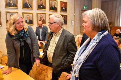 FORHANDLINGSUTVALGET i AP: Ordførerkandidat Lillian Skjærvik (fv), leder Jørn Øversveen og Bente Aaland.