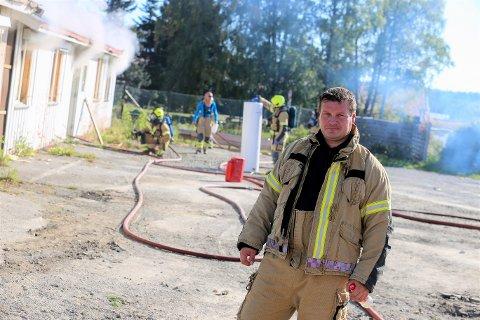 BRANNMESTER: Ole Jacob Fodnes (40) fra Brumunddal, under brannøvelsen søndag.