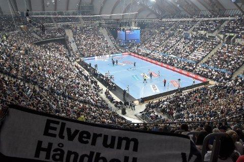 FULLT: Elverum Håndball fylte Håkons Hall tidligere i høst. I februar neste år ligger det an til enda en publikumssuksess.