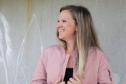 SMILER: Trine er glad for at framtiden nå ser lys ut, men har mange vanskelige år med dårlig økonomi bak seg.