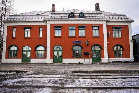 BLIR KONTORER: Bane Nor Eiendom har fått rammetillatelse til å bygge om 2. etasje på Elverum Stasjon til kontorer.
