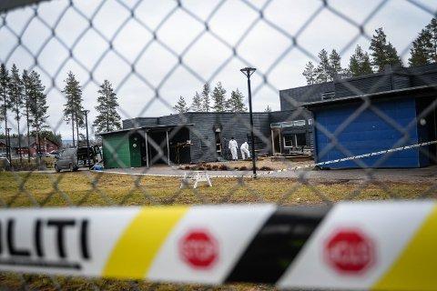 BRANN: Natt til 9. november brøt det ut brann i Terningen Barnehage. To steder hadde tydelige skader etter brannen, og kriminalteknikere finkjemmet området rundt brannstedene.