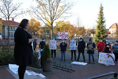 DEMONSTRASJON: Det var demonstrasjon utenfor kommunehuset da skolesaken i Åsnes var oppe i formannskapet for to uker siden.