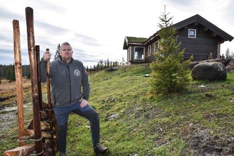 VENTER PÅ AVKLARING: Bjørn Åge Gundersen ønsker å ha hjort på beite på setra i Løtenfjellet.