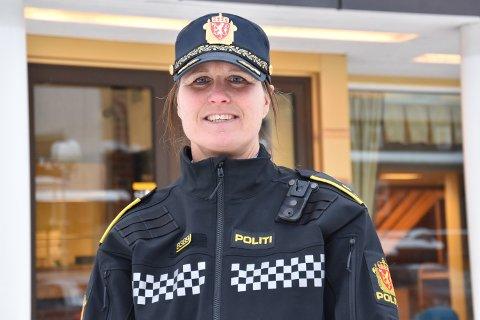 FRYKTER MØRKETALL: Politikontakt i Elverum og Åmot, politioverbetjent Sissel Berge, oppfordrer alle til å være kritiske når de er på nett. – Er noe for godt til å være sant, er det som regel nettopp det, sier hun.
