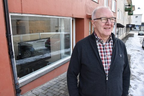 I NYE LOKALER: Elverum Fotoklubb og leder Tom Spjeldnæs har flyttet lokalene sine til Borgengata.