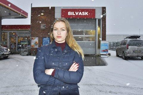 UBEHAGELIG: Silje Jørgensen beskriver en ubehagelig opplevelse i denne vaskehallen i Brumunddal. Foto: Thomas Strandby