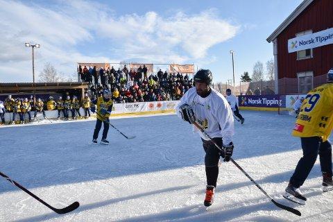 ARTIG: Hockey er artig trening, synes Jon Sandmoen, her i fullfart mot Storhamar-stjernene.
