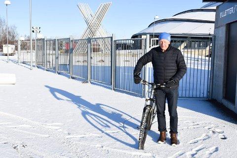 Hamar-ordfører Einar Busterud ved Vikingskipet.