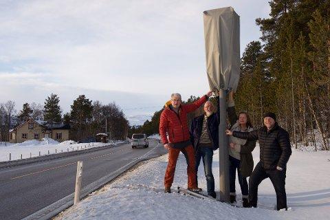 TRYGGERE: De farligste strekkene i Norge blir tryggere med strekningsmåling. På bildet er KrFs lokale parti i Tynset, som ønsker at hettene på fotoboksene på riksveg 3 tas av.