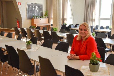 ELVARHEIM: Her skulle kultursjef Line M. Rustad hatt fest med venner og familie lørdag. - Nå er det viktigere til som skjer, sier hun.