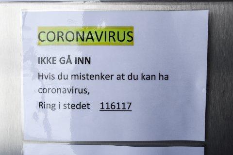 MISTANKE: Ikke gå inn på Helsehuset og Legevakt om du mistenker at du kan ha koronavirus. Ring i stedet 116117. Alle må ta sin del av ansvaret for å begrense smitten.
