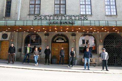 LIVE: De er klare for å gi folk digitale konserter. Fra venstre til høyre: Stein Håkonsen (Arrco), Morten Midtlien (Kultursjef, Hamar Kommune) Solbjørg Tveiten (Kultursjef, Stange Kommune) Kjetil Wold (Anti), Hanne Sundby (Fabelaktiv), Gina Fjeld (Festiviteten), Espen Wold (Sparebank1 Østlandet), Tore Larsen (Return) og Espen Solheim Røhne (Venues).