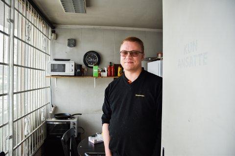 NY PÅ JOBBEN: Marius Myrholm Kärki startet på Mekonomen etter å ha jobbet utenfor hjemkommunen i flere år.