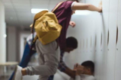 Farlig trend: Unge blir utsatt og eksponert for innhold om planlegging av slåsskamper og salg av alkohol og rusmidler på nett. Det skaper store bekymringer. Foto Medietilsynet
