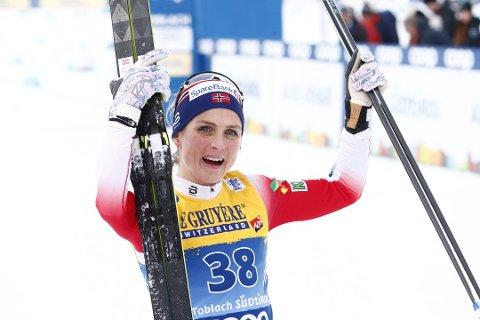 Therese Johaug fikk mandag krystallkula som viser at hun vant verdenscupen sist sesong.