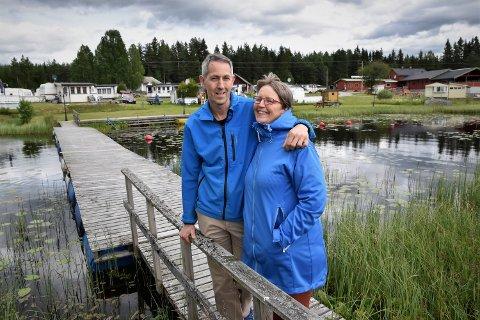 SPONTANT: - Vårt mest spontane valg. Vi hørte på Elverumsradioen på nett at Rokosjøen Camping var til salgs. Vi bodde på Vestlandet og noen måneder senere var perlen vår, sier Sævar Hansson og Valdis Brynjolfsdottir .
