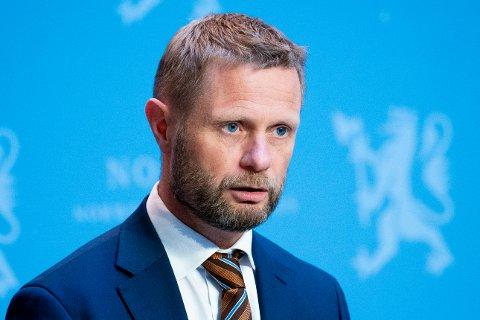 Helse- og omsorgsminister Bent Høie (H) forsvarer at det ble åpnet for utenlandsreiser til en rekke europeiske land i midten av juli. (Foto: Fredrik Hagen / NTB scanpix)