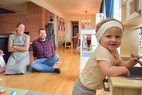 ETT ÅR: Matilda fylte ett år fredag, og har fått et lekekjøkken i bursdagsgave.