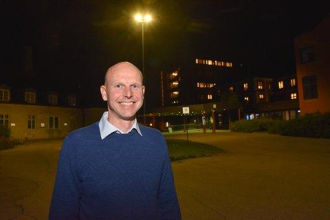 STØTTER ELVERUM: - Elverum sjukehus må bestå selv om Mjøssjukehuset blir bygd, sier Joakim Ekseth. Han ønsker nå å bli Hedmark Høyres nye stortingsrepresentant.