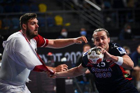 Kent Robin Tønnesen spilte en sterk 1.-omgang mot Østerrike i håndball-VM. (Foto: Anne-Christine Poujoulat / Pool / AFP / NTB)