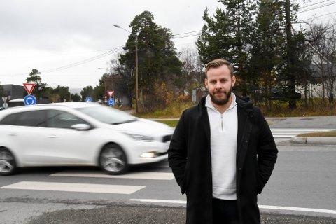 VIL ØKE GRENSE: Erlend Glorvigen Hanstad (30) i Alta foreslår å øke aldersgrensen til 18 år for alt av motorisert kjøretøy på veg.