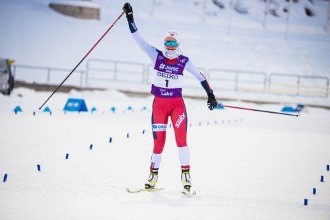JUNIOR-VERDENSMESTER: Gyda Westvold Hansen, ble onsdag juniorverdensmester i kombinert. (Foto: JWSC2021 – Lahti)
