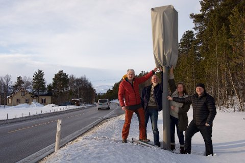 BØNNHØRT: Styret i Tynset KrF krevde for gover ett år siden at hettene på fotoboksene på riksveg 3 over Kvikne ble fjernet. Nå får de det som de ønsker. Fra venstre: Lars Hogstad, Kai Stein Gjelten, Aina Jæger og Einar Sørhus.