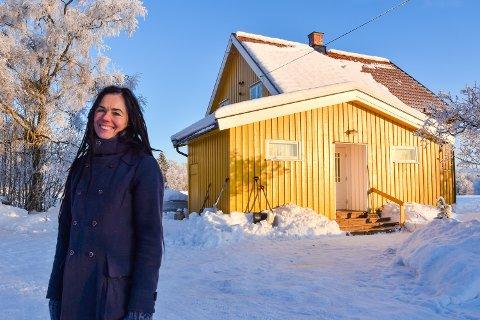 HAGASÆTER: Kjersti Bronken Senderud, hjemme på besteforeldrenes bruk i Nordbygda i Løten.