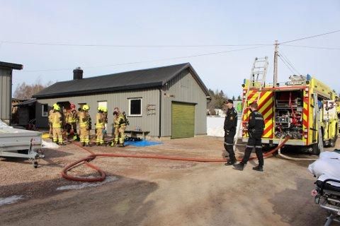BRANN: Alle nødetater rykket ut etter at en huseier meldte inn røykutvikling i huset sitt.