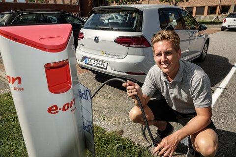 MÅ FØLGES OPP: – Vi må få fart på el-bilprosjektet i kommunen, sier kommunepolitiker Kristian Botten Pedersen i Åsnes.